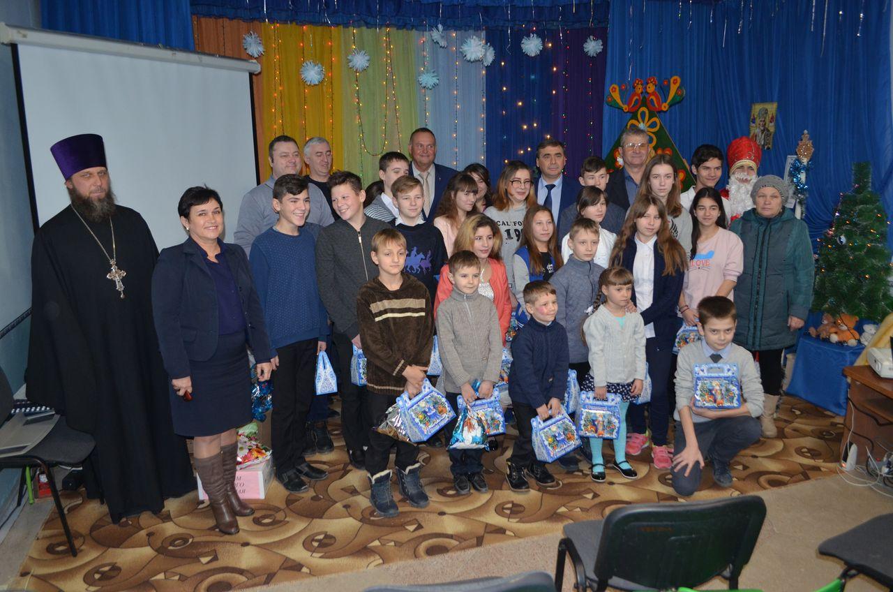 В День Святого Николая Чудотворца воспитанников Чернышевского детского дома пришли поздравить множество гостей