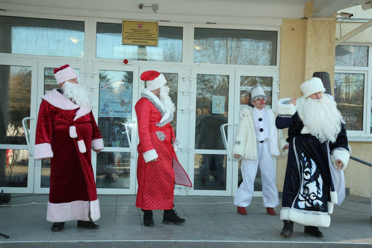 Девятый районный фестиваль-конкурс Дедов Морозов и Снегурочек «Зимние забавы»