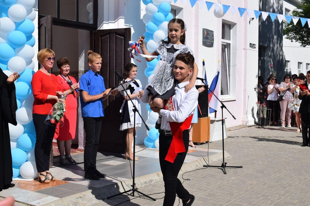 В школах Раздольненкого района прозвучал Последний звонок